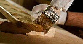 Как покрыть деревянные изделия окрашивающим или защитным составом