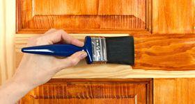 Как покрасить двери лаком